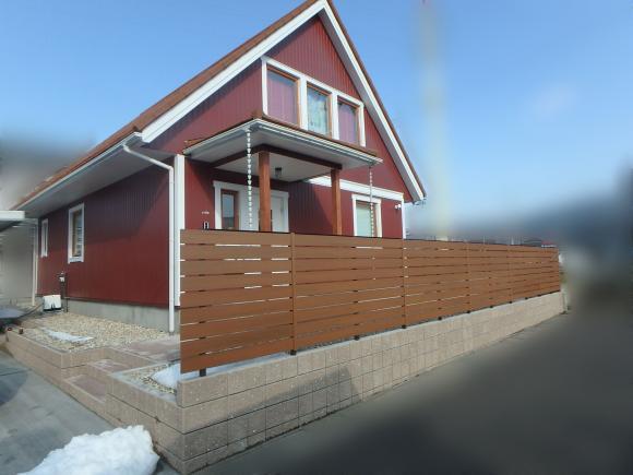 お家の雰囲気に合わせたナチュラルなフェンス。